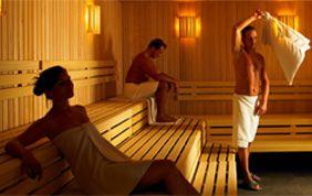 personnes dans un sauna